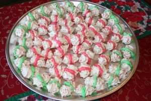 Meringue kisses with coloured icing